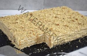 Бисквитена торта с орехи - идеална за всяка трапеза