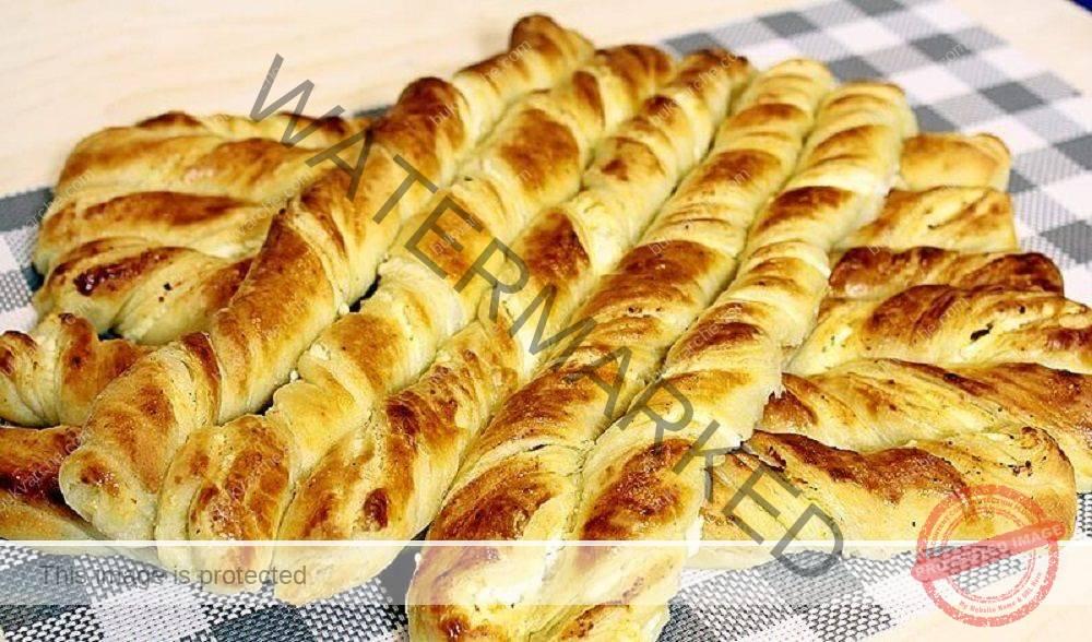 Домашни пирожки със сирене - трябват ви 1 кг брашно и 500 мл мляко