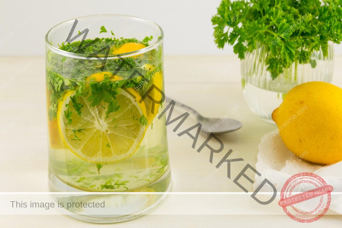 Напитка за тънка талия с магданоз, оцет и лимонов сок