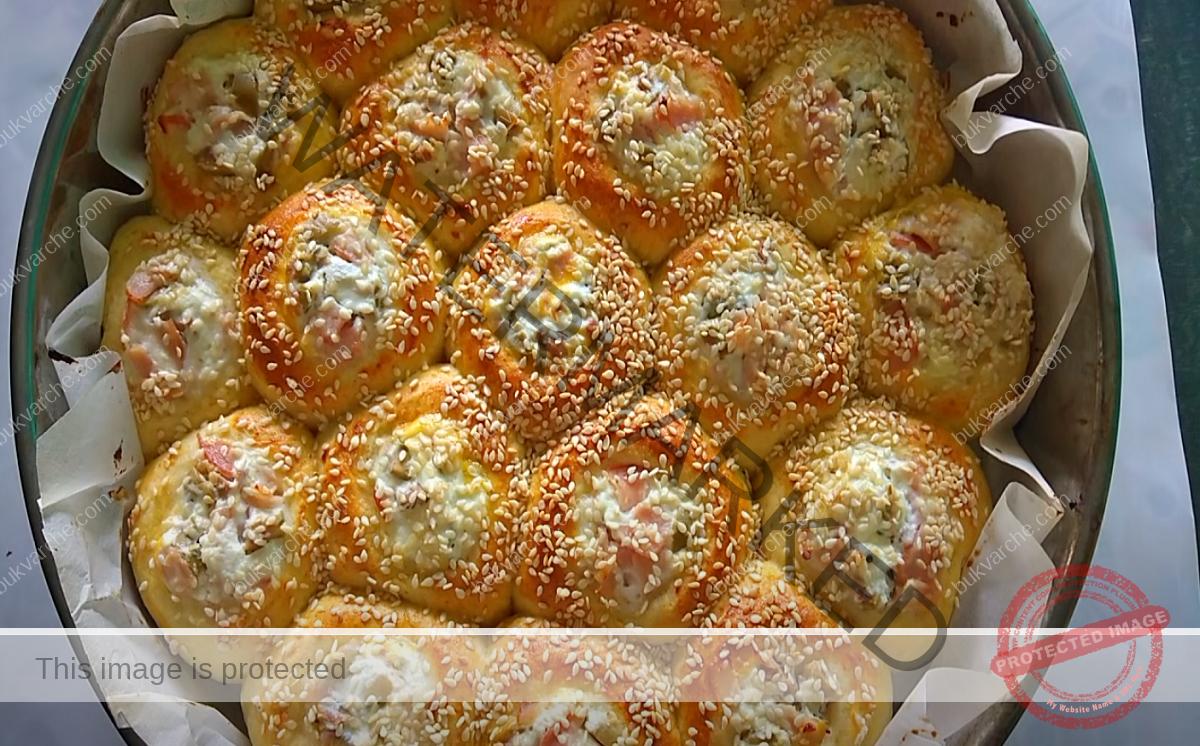 Питка с царевично брашно, сирене, мляко и маслини