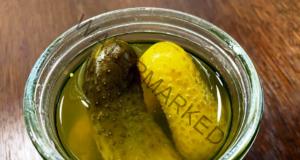 Прекалено кисели краставички - лесен начин да коригирате вкуса