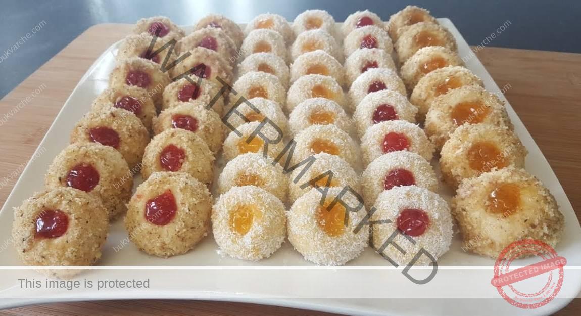Орехови сладки с кокосови стърготини и сладко по ваш вкус