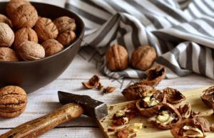 Чай от орехи и лук при суха и продуктивна кашлица