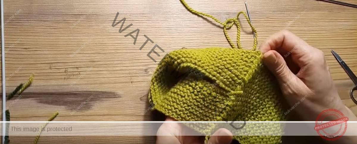 Практични дамски терлици в два цвята. Ето как да ги изплетете