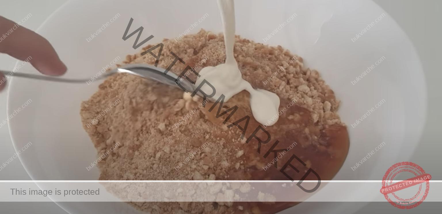 Домашни медени сладки със сметана, масло и шоколадова заливка