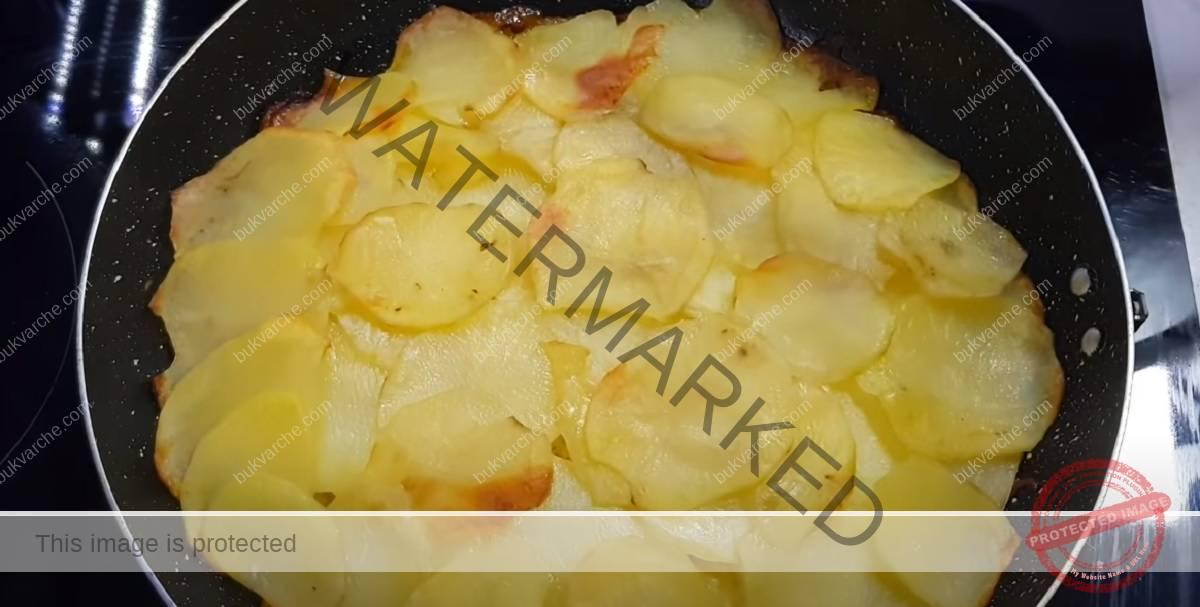 Рецепта с картофи и лук - бърза идея за обяд или вечеря