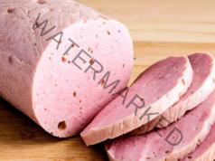 Домашен салам от свинско и телешко месо с минимални подправки