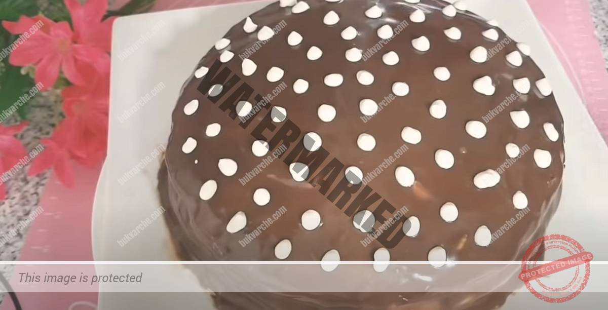 Торта с кефир, сметанов крем и шоколадова глазура