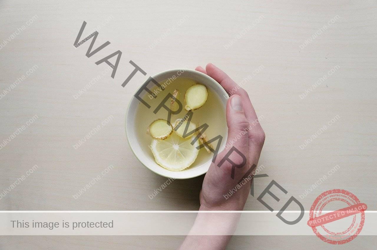 Отвара с джинджифил и лимон при настинка и грип