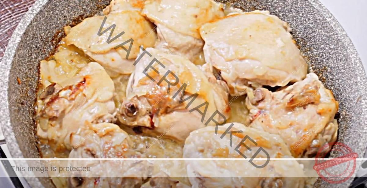 Пилешко на тиган в сметанов сос с чесън. Сочно и вкусно