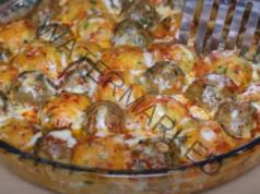 Кюфтета в доматен сос на фурна. Вкусно и сочно ястие