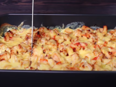 Картофи с пилешко месо и сметана на фурна. Вкусно и лесно