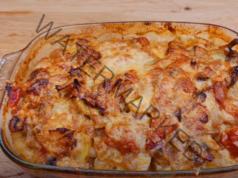 Пържоли с картофи с гъби и пармезан на фурна