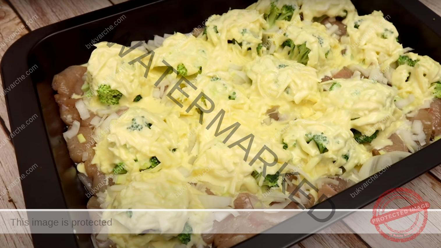 Пилешко с броколи и кашкавал в сметанов сос на фурна