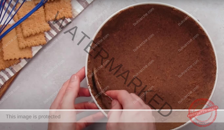 Интересен сладкиш с извара и шоколадова глазура