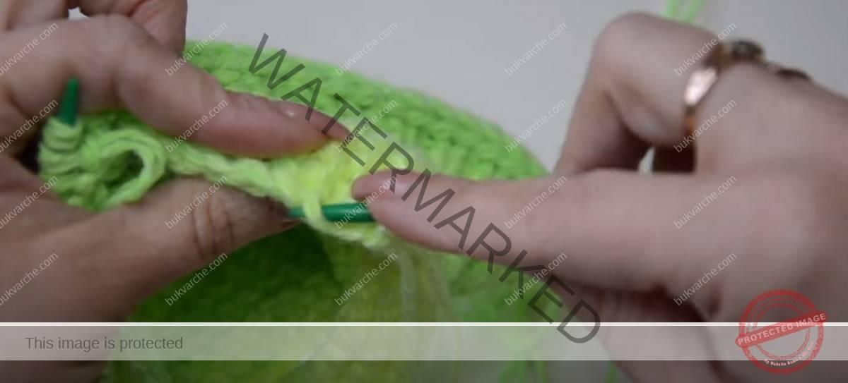 Красиви двуцветни терлици, които се плетат лесно