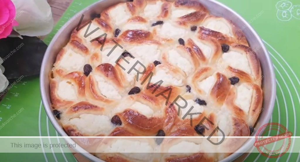 Питка със сладка извара и с необичайна форма
