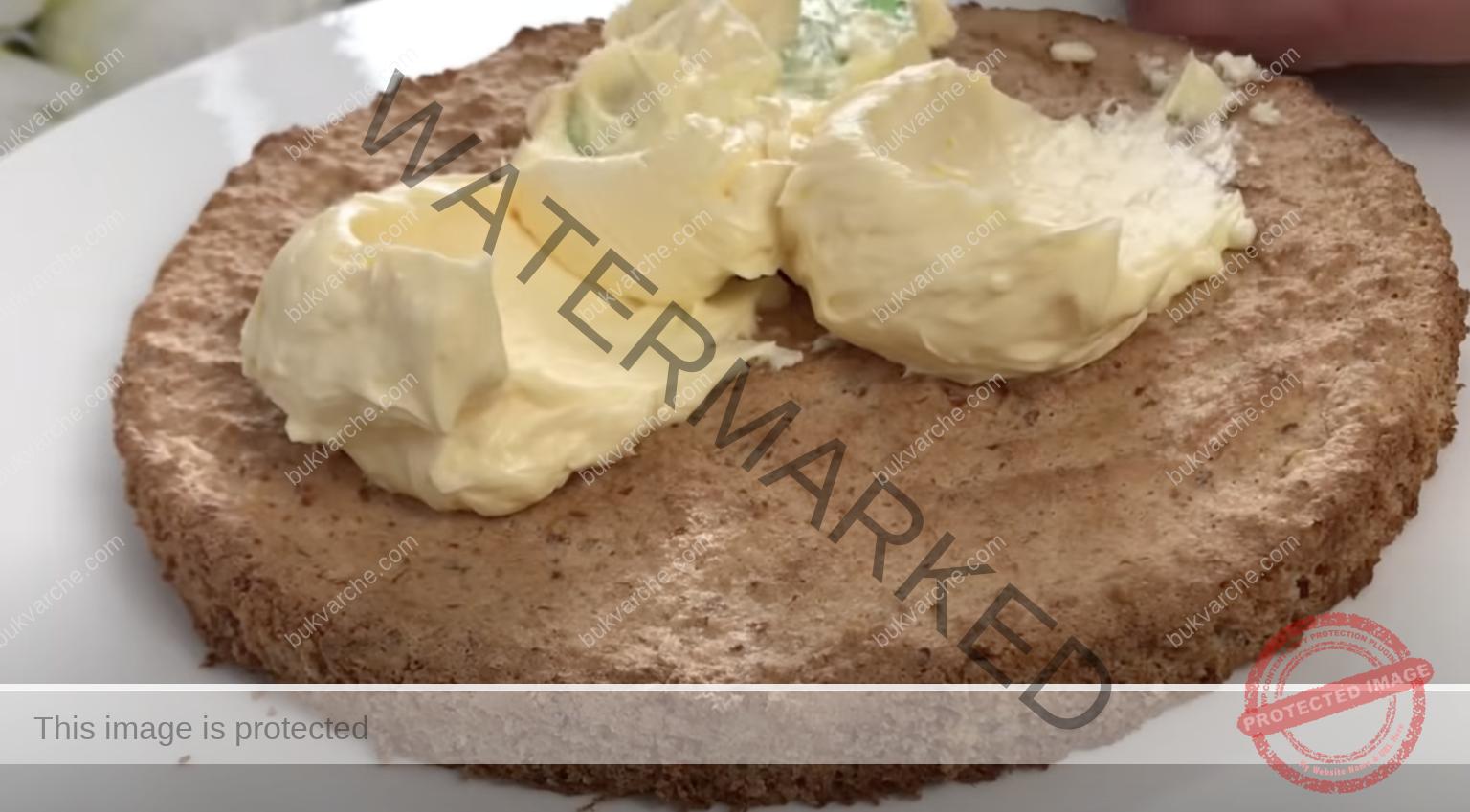 Бадемова торта с крем с жълтъци - просто се топи в устата