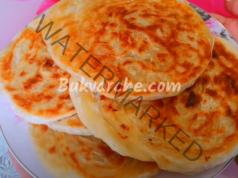 Домашни хлебчета с грис и брашно за вашата трапеза
