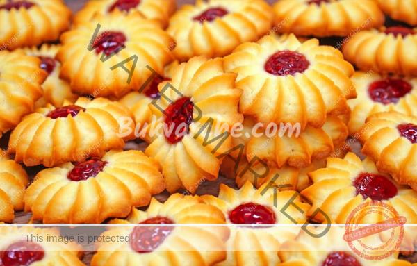 Маслени сладки с конфитюр за любителите на домашните печива