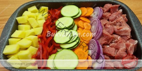 Месо и зеленчуци на фурна – засищащ и вкусен обяд