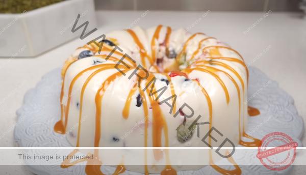 Сметаново-плодов десерт с богат вкус и нежна текстура