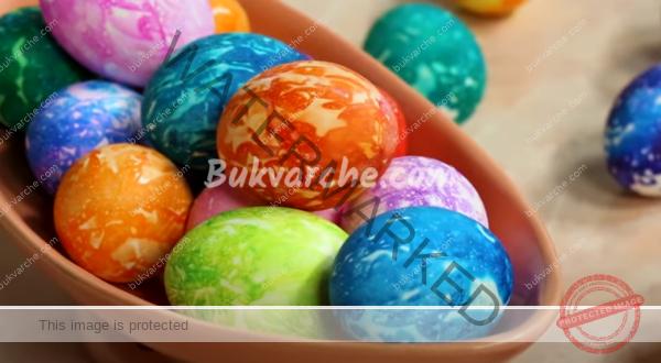 Шарени яйца за Великден с креп хартия проста техника