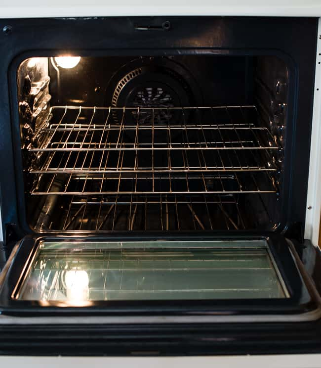Как да почистите фурната лесно с домашни средства?