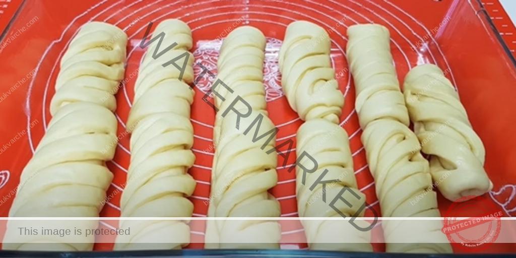 Меки домашни кифлички за закуска за цялото семейство