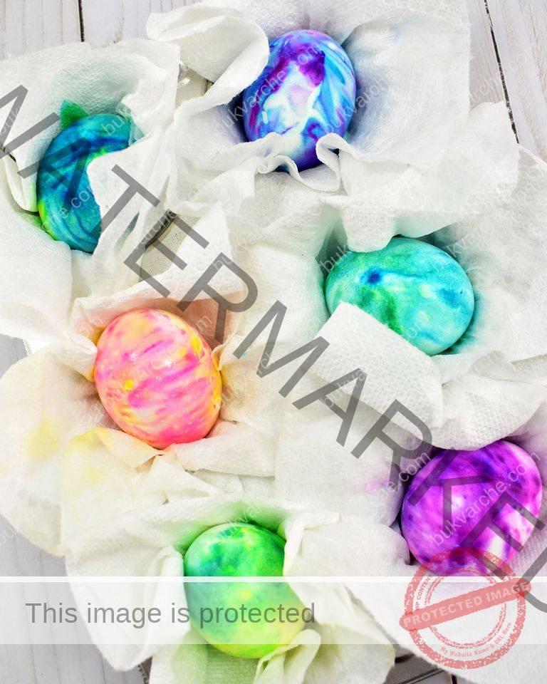 Разноцветни великденски яйца с пяна за бръснене