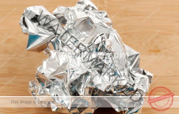 Алуминиево фолио при болка и за заличаване на белези