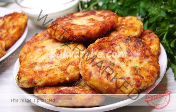 Кюфтета от картофи и салам – пържени или на фурна