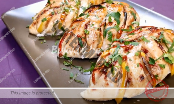 Пилешки гърди със сладко и ябълки – сочно и вкусно