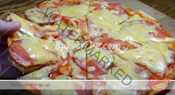 Пица на тиган с едно яйце и пълнеж по ваше желание