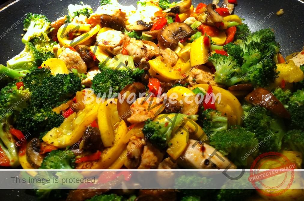 Рецепта за пилешко с гъби и броколи в соев сос