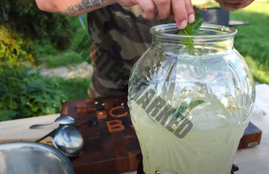 Домашна лимонада, която ще ви тонизира в летните дни
