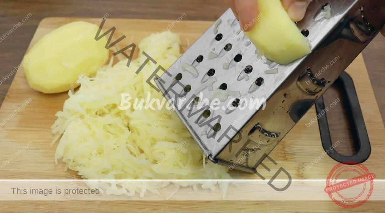 Картофен деликатес с кашкавал и яйце по селски