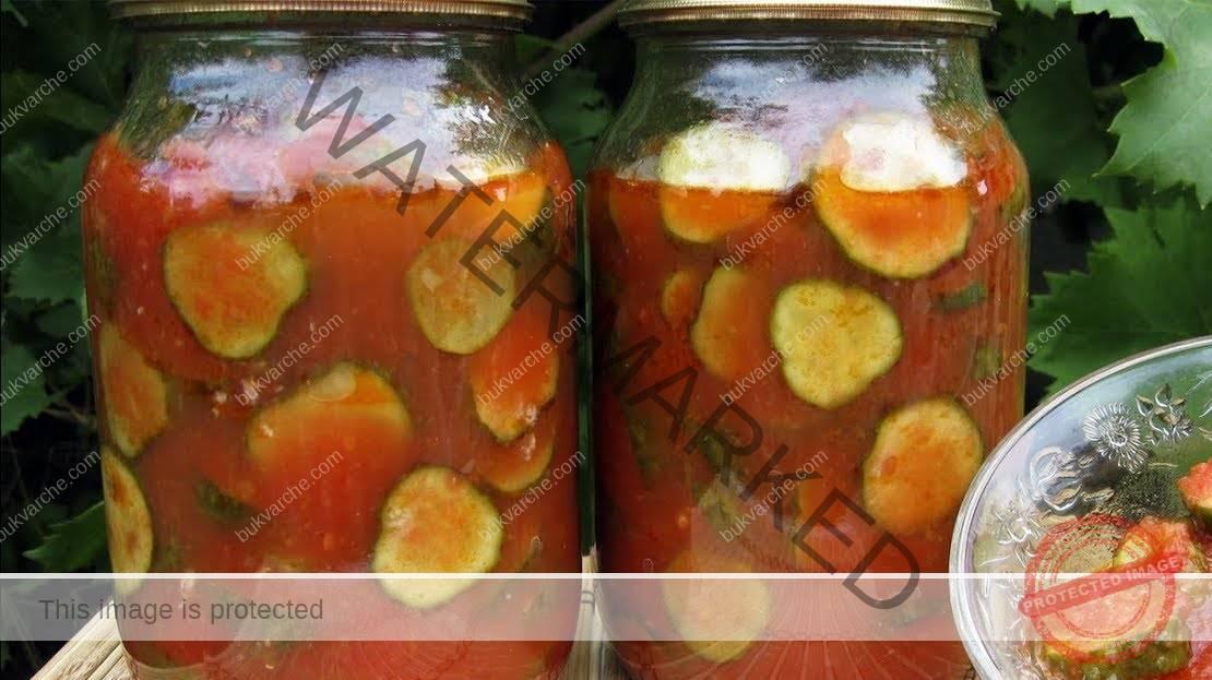 Краставички в доматен сос - пикантно мезе за зимата