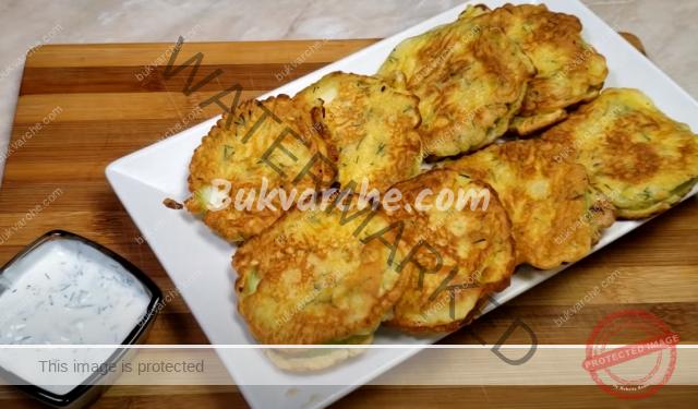 Панирани пържени тиквички със сметаново-чеснов сос
