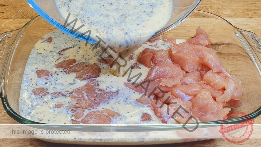 Пилешко в сметаново-чеснов сос на фурна - бързо и вкусно