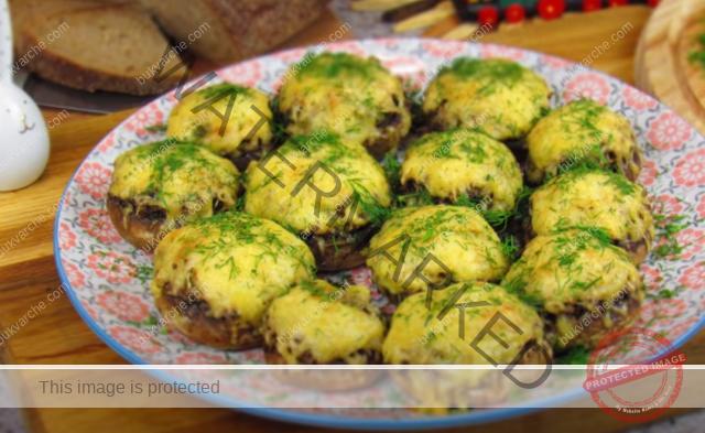 Пълнени печурки с пилешко с нежна кашкавалена коричка