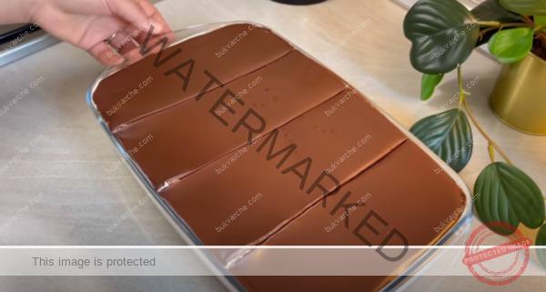 Сметанов сладкиш с какао и шоколадова глазура