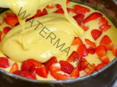 Ягодов сладкиш - отличен десерт за чая или кафето