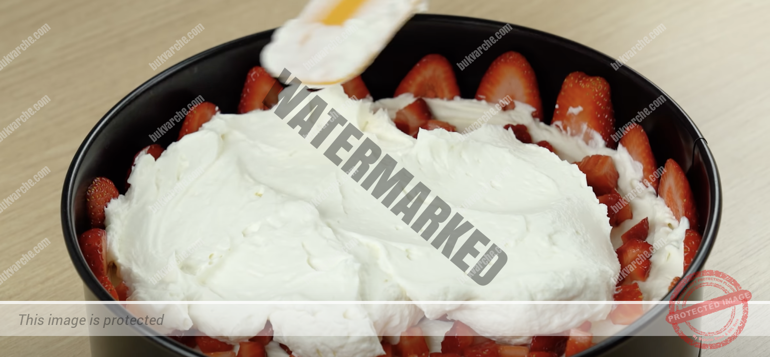 Ягодов чийзкейк с нежен сметанов крем и бял шоколад