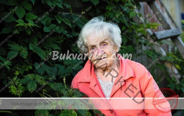 Живот на село: защо на 85 години тя не иска да се премести в града