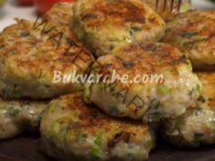 Пилешки кюфтета с тиквички на тиган - сочни и апетитни