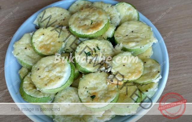 Тиквички със сос на фурна - бюджетно лятно ястие