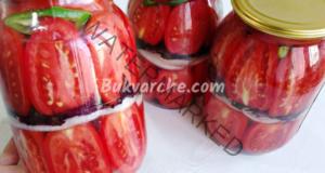 Червени домати за зимата с лук, чесън и босилек