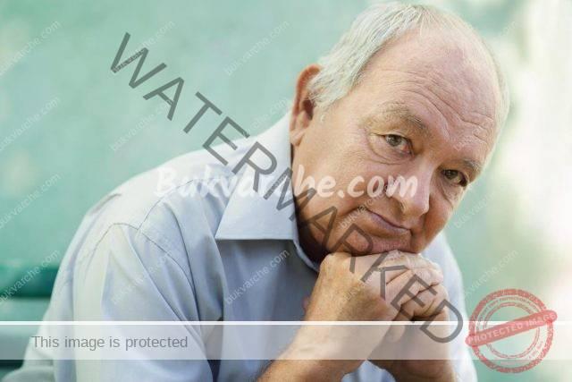 Възрастните родители понякога биват изпращани в старчески дом