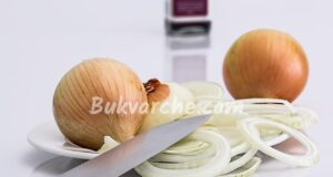 Домашна рецепта за кашлица с лук, мляко и мед